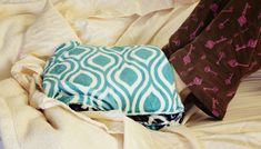 Cuddle Foot Warmer and Spa Wrap sewing tutorial by @fleecefun .... Toasty heat pack on feet