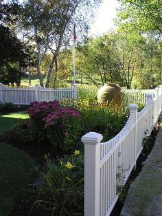 Get tips on designing attractive privacy fencing. Plus learn the right height for a privacy fence., Front yard fence, Fences and House fence design, Fences, Backyard fences and Fencing. Landscaping Around Trees, Backyard Fences, Fenced In Yard, Front Yard Landscaping, Landscaping Ideas, Courtyard Landscaping, Garden Fences, Yard Fencing, Rain Garden