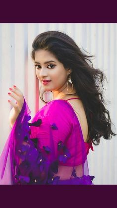 Exclusive stunning photos of beautiful Indian models and actresses in saree. Beautiful Girl Photo, Beautiful Girl Indian, Most Beautiful Indian Actress, Beautiful Saree, Beautiful Women, Beauty Full Girl, Cute Beauty, Beauty Women, Dehati Girl Photo