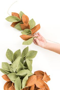 diy decoracion Learn how to make a gorgeous felt magnolia Christmas garland using the Cricut Maker. This is a festive and easy project for the holiday season! Diy Christmas Garland, Fall Garland, Leaf Garland, Felt Christmas Ornaments, Diy Garland, Noel Christmas, Handmade Christmas, Garland Ideas, Felt Christmas Decorations