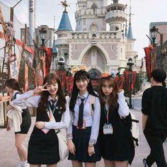 Ulzzang Korean Girl, School Looks, Ulzzang Fashion, Good Job, Tween, Pretty Girls, Girl Fashion, Besties, Asian