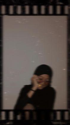 Aesthetic Photo, Aesthetic Girl, Hijab Fashion, Girl Fashion, Sukabumi, Ootd Hijab, Girl Photography Poses, Bts Wallpaper, Blur