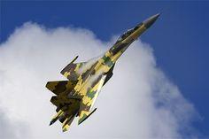 Entre los medios de comunicación occidentales que cubrieron el Paris Air Show 2013 se desató el furor con los vuelos de exhibición del nuevo caza Su-35S. Presentada por primera vez fuera de Rusia, la aeronave de guerra impresionó al público por la cascada de piruetas de imposible ejecución para otros aviones de combate. Una vez más se demostró que el caza Sukhoi sigue siendo uno de los mejores del mundo.