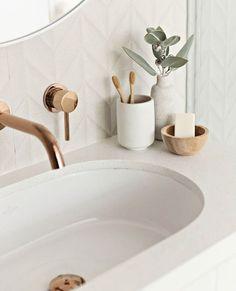 Home Interior Design .Home Interior Design Bad Inspiration, Bathroom Inspiration, Home Decor Inspiration, Decor Ideas, Wall Ideas, Beautiful Bathrooms, Modern Bathroom, Small Bathroom, Rental Bathroom