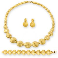 Gold necklaces are among the most magnificent jewelry.