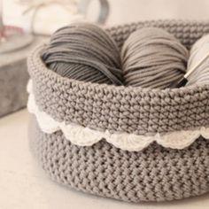A little grey crocheted basket.I would love to learn crochet. Diy Tricot Crochet, Crochet Bowl, Crochet Motifs, Love Crochet, Learn To Crochet, Crochet Crafts, Yarn Crafts, Single Crochet, Yarn Projects
