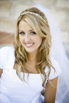 Gorgeous classic wavy wedding hairstyle with fringe