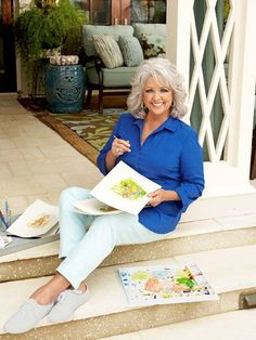 Paula Deen opens up her ranch-style home in Georgia as she flaunts her new figure and reveals a secret shell obsession Mature Women Hairstyles, Bob Hairstyles, Pixie Haircuts, Layered Haircuts, Braided Hairstyles, Wedding Hairstyles, Paula Deen, Medium Hair Styles, Curly Hair Styles