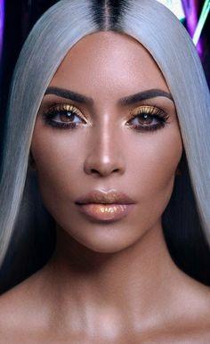 Kim kardashian gold highlighter for KKW Beauty collection. Kim Kardashian Makeup Looks, Kardashian Beauty, Kardashian Style, Kardashian Jenner, Kim Kardashian Photoshoot, Kardashian Family, Makeup Tips, Beauty Makeup, Hair Makeup