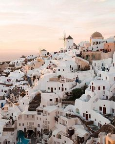 Santorini, Greece is on my top destinations bucket list! Places To Travel, Places To See, Travel Destinations, Africa Destinations, Destination Voyage, Destination Wedding, Photos Voyages, Lofoten, Travel Goals