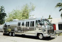 polished airstream 345 motorhome. This is just awesome !