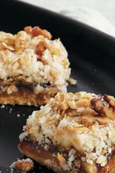 If you're making apple butter this fall, set some aside for these gluten-free apple bars. A layer of yellow cake mix (use Betty's Gluten Free mix) is topped with a layer of creamy apple butter, more c (Butter Yellow Gluten Free) Apple Recipes, Fall Recipes, Sweet Recipes, Finger Desserts, Fall Desserts, Cake Mix Recipes, Dessert Recipes, Desserts Menu, Yummy Eats
