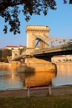 Szecheni Lanchid (Chain Bridge) -  Suspension bridge over the Danube betwen Buda & Pest. Budapest Hungary