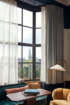 〚 Boutique Soho House hotel in historic building in Amsterdam 〛 ◾ Photos ◾Ideas◾ Design Home Bedroom, Home Living Room, Living Room Decor, Living Spaces, Amsterdam Apartment, Amsterdam Houses, Amsterdam Netherlands, Style At Home, Soho House Hotel