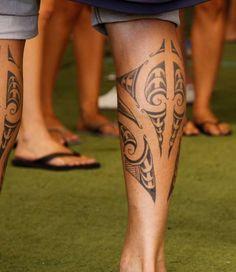 Micaeltattoo/Commons Rights Atualmente uma das tatuagens mais feitas é a maori. A arte tem origem na Nova Zelândia e é bem mais complexa do que parece, já que os traços, local e formato influem dire