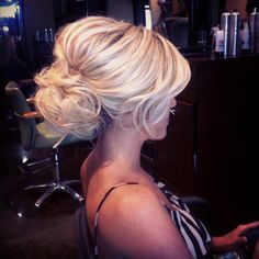 this is how I want my hair! I love the higher up bun and poof :)  ...now to only pick out a dress, if someone would hurry up and pick a color @Anne / La Farme / La Farme Lang  lol.. jk! :)