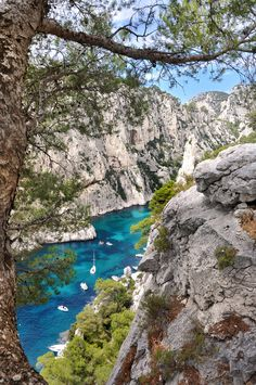 Calanque D'En-Vau is an incredibly beautiful inlet that's located in Marseille among several calanques in Southern France Places To Travel, Places To See, Travel Destinations, La Provence France, Marseille France, Cassis France, Ville France, Parc National, Ansel Adams