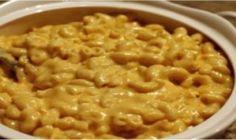 Nikdy by som neverila, že obyčajná piškóta môže byť tak chutná: Fantastický jablkový koláč za 10 minút: jemný, lahodný a veľmi chutný! | Báječná vareška Home Made Mac And Cheese Recipe, Easy Mac And Cheese, Creamy Macaroni And Cheese, Making Mac And Cheese, Mac Cheese, Cheese Soup, Baked Macaroni, Cheddar Cheese, Crock Pot Recipes