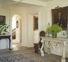 traditional house with detailed white molding and traditional oil paintings Consoles, Library Inspiration, Living In England, English Country Style, French Style Homes, English Decor, Jasper Conran, Interior Design Work, Entry Hallway