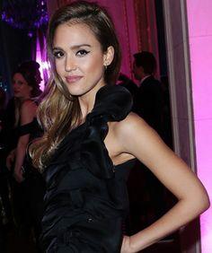 Jessica Alba, Paris Fashion Week's #1 Style Star? Mais Oui!  #refinery29  http://www.refinery29.com/2013/03/44076/jessica-alba-paris-fashion-week-pictures