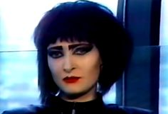 Siouxsie Sioux And The Banshees | Siouxsie Sioux, Siouxsie and the Banshees • awesome girls in bands