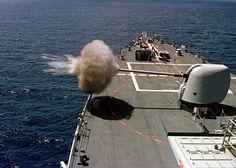 MK 45 Gun USS Benfold / US Navy