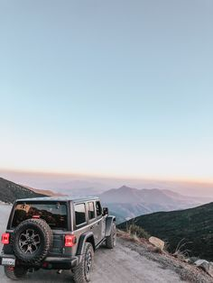 Sharing pictures and outfit links from a recent trip to the top of our favorite mountain! doc marten boots & a oversized sweater. Jeep Jl, Jeep Cars, My Dream Car, Dream Cars, Jeep Sahara, Mitsubishi Pajero Sport, Cozy Fall Outfits, Grand Vitara, Off Road Camper