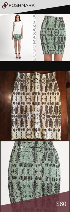 BCBG Maxazria bodycon skirt mint snake skin M Beautiful skirt, worn once. Size medium. Stretch knit. Above the knee. BCBG maxazria. BCBGMaxAzria Skirts Midi