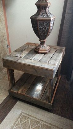 Rustic End Table. This would be great Rustic End Table. This would be great was last modified: January 2014 by admin Pallet Furniture, Furniture Projects, Rustic Furniture, Furniture Removal, Furniture Making, Bedroom Furniture, Articles En Bois, Rustic End Tables, Fireplace Seating