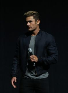 Zac Efron Turns On the Charm in Vegas and Gets Honored With a Comedy Award Zac Efron Pictures, Michelle Rodriguez, Actrices Hollywood, Celebs, Celebrities, Attractive Men, American Actors, Sexy Men, Hot Men