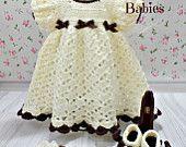 Artículos similares a Bebé vestido niño niña y - blanco con marrón Trim - diadema y zapatos Mary Jane arco - recién nacido a 2 años - caída - bautismo en Etsy