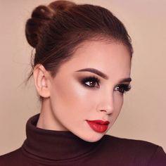See Through Red Lipstick Makeup Red Lip Makeup Makeup Looks Plum Eye Makeup, Denitslava Makeup, Red Lipstick Makeup, Red Lipsticks, Beauty Makeup, Face Makeup, Makeup Ideas, Lipstick Art, Eyeshadow Makeup