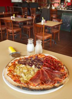 With the closing a few months back of the Cash Advantage pawnshop at the corner of Hinton Avenue North Anthonys Pizza, Ottawa Restaurants, Pepperoni, Wine Recipes, Vegetable Pizza, Nova, Pizza House, Restaurants, Pictures