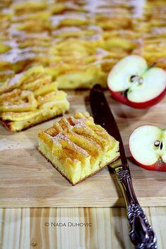 Apple and cinnamon tart with icing sugar / Tart od jabuka posut cimetom i šećerom u prahu