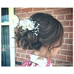 Bridal party | wedding party | bridal hair | wedding hair | upstyle | hairstyle | soft waves | fresh flowers | florals | baby's breath | roses | garden | wedding
