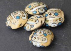 0053WBC Lentil shaped lampwork beads in Apache design by Roubogi, €6.30