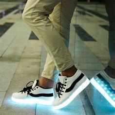 Tendência: Tênis com LED na sola