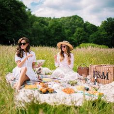 Having an English picnic with @rosielondoner & @mr_custard in the serene gardens of Kenwood House, London -Gal Meets Glam