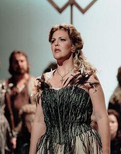 Adrianne Pieczonka returns to the COC as Amelia in Verdi's Un ballo in maschera. More information about the production here: http://www.coc.ca/PerformancesAndTickets/1314Season/UnBalloInMaschera.aspx    Photo: Adrianne Pieczonka as Elsa in Lohengrin  #Opera #Divas