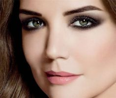 Latest Beautiful Smokey Eyes Makeup Ideas 2017 with smoke eye cosmetics at home. Best tips about Smokey Eye Makeup Tips For Small And Big Eyes for girls for party and weddings. Smoky Eye Makeup, Smokey Eye Makeup Tutorial, Simple Eye Makeup, Blue Eye Makeup, Eye Makeup Tips, Makeup Ideas, Makeup Tricks, Makeup Man, Base Makeup