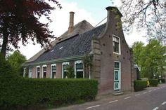 In Opperdoes zijn veel West Friesestolpen uit dew 17e eeuw te zien. Bekijk ze met de fietsroute Het Rijke Land www.onh.nl