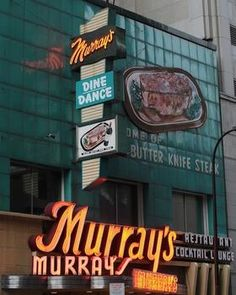 Murray's Steakhouse -- Minneapolis              Pat Murray, the owner of Murray's Restaurant & Cocktail Lounge in downtown Minneapolis, has died.