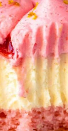 Strawberry Champagne Cheesecake with Champagne Cake Bottom Cheescake Recipe, Cheesecake, Cake Recipes, Dessert Recipes, Pork Recipes, Strawberry Champagne, Strawberry Sauce, Pink Desserts, Champagne Cake