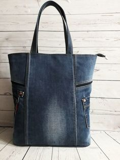 (18) Одноклассники Diy Bags Jeans, Denim Tote Bags, Denim Handbags, Denim Purse, Artisanats Denim, Sac Lunch, Denim Crafts, Recycle Jeans, Jute Bags
