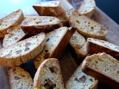 Is there a better cookie than the italian Cantucci? I don't think so. These are firm and crunchy but not too hard. Perfect with tea time! Baking Recipes, Shake, Tea Time, Almond, Wordpress, Cookies, Food, Cooking Recipes, Crack Crackers
