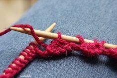 Ensimmäistä kertaa törmäsin neuleohjeessa piparkakkureunaan, joka tehdään neulomalla. Tämä on niin monikäyttöinen reunus, että ajattelin ... Crochet Chart, Knit Crochet, Boot Cuffs, Knitting Socks, Handicraft, Mittens, Needlework, Knitting Patterns, Diy And Crafts
