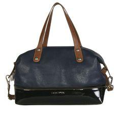 Bolso banderola combinado azul petróleo con acabado negro metálico y asa marrón. Una propuesta multicolor para salir de la rutina.