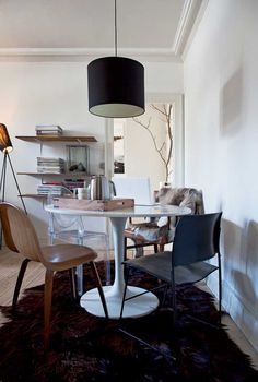 I love everything about this room; mid-century minimalism, iconic silhouettes, eclectic, simple....