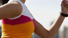 Laufen hält fit, trainiert aber nur wenige Muskelgruppen. Um muskuläres Ungleichgewicht zu vermeiden, können Läufer zusätzlich Krafttraining machen. Welche Muskeln beim Laufen auf der Strecke bleiben und wie Sie aufholen können, erfahren Sie hier.