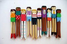 groepje kinderen van wasknijpers